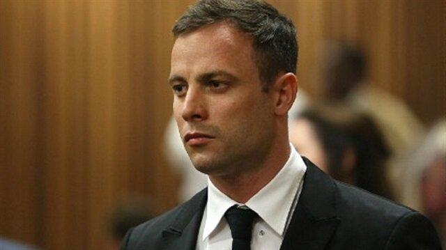 Oscar Pistorius, kız arkadaşını hırsız sanarak vurduğunu söylemiş ancak bunu yeterli görmeyen mahkeme onu 6 yıl hapse mahkum etmişti.