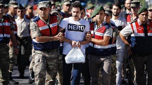 'Hero' yazılı tişörtle gelen sanık darbeci Gökhan Güçlü