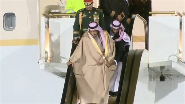 Kral Selman Moskova'da 'merdivene' takıldı
