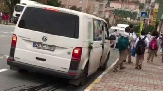 10 kişilik minibüsten 21 öğrencinin çıkması 'pes' dedirtti.