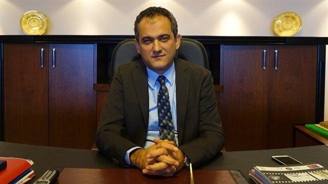 Mahmut Özer.