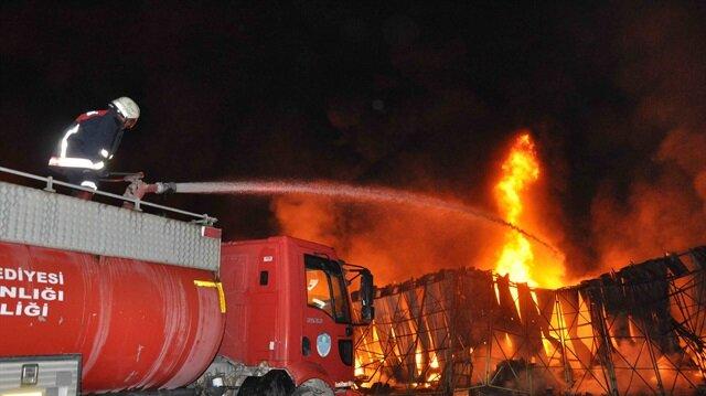 Mersin Tarsus halinde yangın çıktı. Çıkan yangın uzun uğraşlar sonucunda söndürüldü.