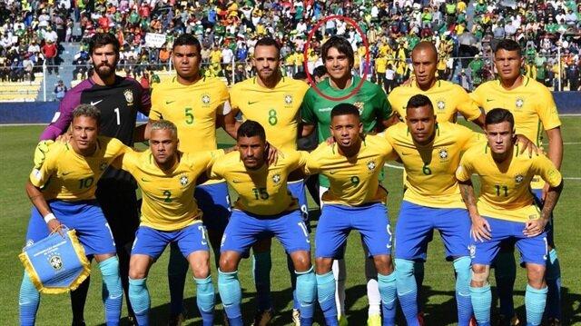 Bolivyalı Moreno, Brezilya Milli Takımı'yla aynı karede poz verdi.