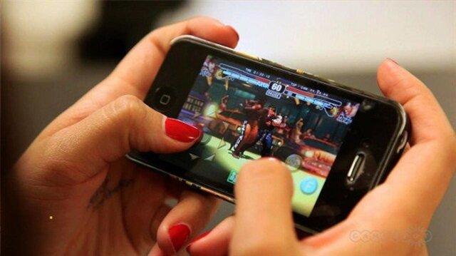 Akıllı telefonla oyun oynamaktan kör oldu