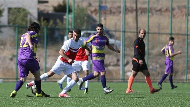 كرة القدم تجمع السوريين في قيصري التركية