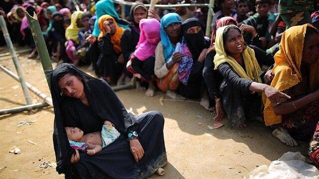 Bangladeş'e kaçan binlerce Arakanlı 'tarafsız bölgede' yardım bekliyor