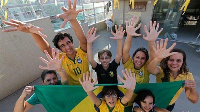 12 parmaklı Da Silva ailesi Brezilya'da yaşıyor.
