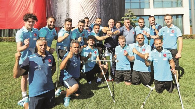 Türkiye Futbol Federasyonu Başkanı Yıldırım Demirören,Avrupa şampiyonu olan Ampute Milli Takımı'nı kabul etti.