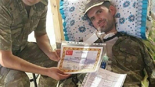 gönüllü olarak bir günlük askerlik yaptı