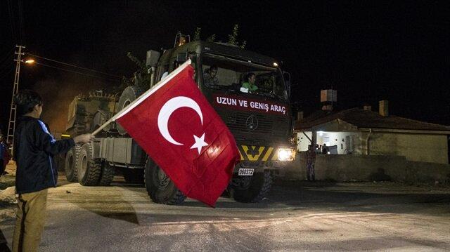 İdlib intikali için Hatay'a gelen çok sayıda askeri araç ve konteyner sınır bölgesine sevk edildi.