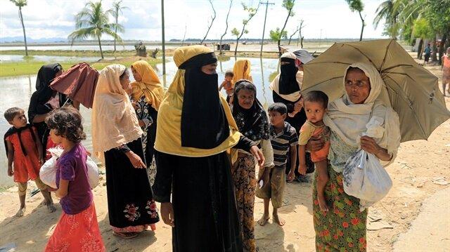Arakanlı Müslümanlar, Myanmar zulmünden kaçarak Bangladeş'e sığınıyor.