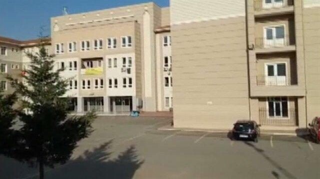 Kimliği belirsiz bir kişi okul önünde 3 öğrenciyi vurdu.