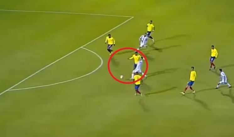 Messi ikinci golü, topu Aimar'ın ayağından kaparak kaydetti.