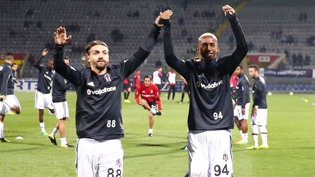 Trabzonspor maçından sonra kavga eden Caner Erkin ve Talisca Gençlerbirliği maçı öncesi taraftarları böyle selamladı.