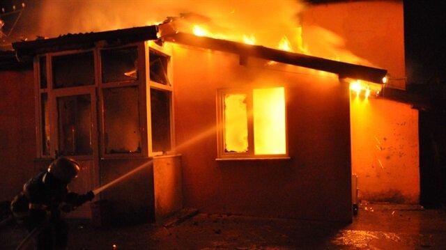 Zonguldak'ın Ereğli ilçesindeki yangın iki katlı bir evde yangın çıktı.