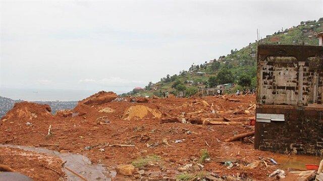 Vietnam'da yoğun yağışlar nedeniyle toprak kayması meydana geldi.