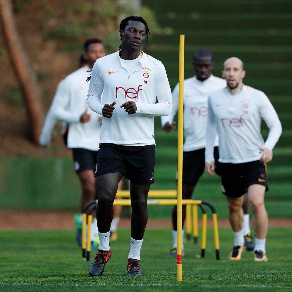 Bafétimbi Gomis bu sezon Süper Lig'de 9 maçta 7 gol atarken 2 asist yaptı.