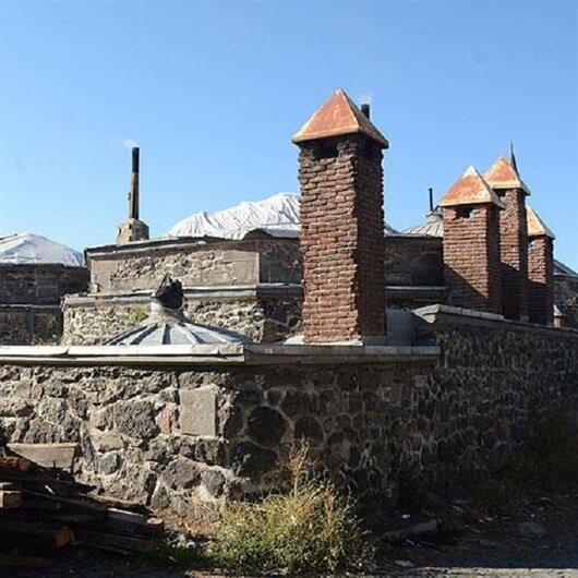 Tarihi hamamın kurşun levhalarını çalan 2 kişi yakalandı