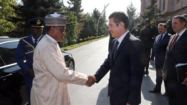 وزير الدفاع التركي يلتقي نظيره النيجيري في أنقرة