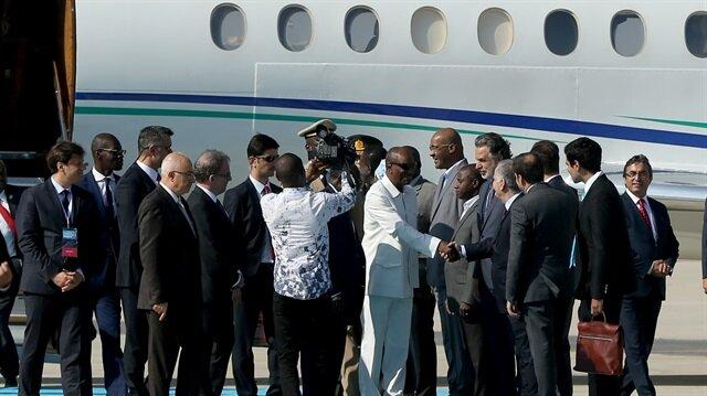 توافد رؤساء الدول والحكومات إلى إسطنبول لحضور قمة مجموعة