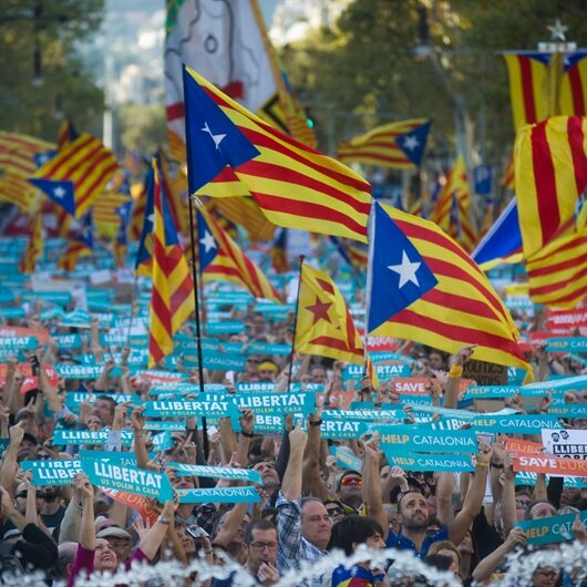 Ayrılıkçı Katalanlardan Barselona'da büyük gösteri