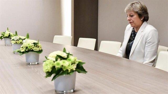 Brüksel'de yalnız May