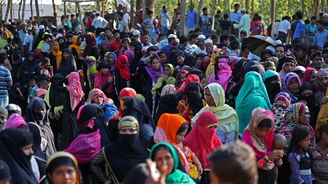 Bangladesh says Rohingya outflow 'untenable', seeks solution