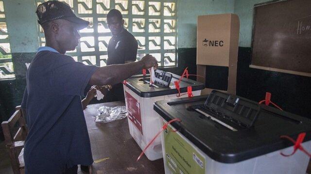 Liberya'da iktidar partisi, devlet başkanlığı seçiminde hile yapıldığını iddia etti.