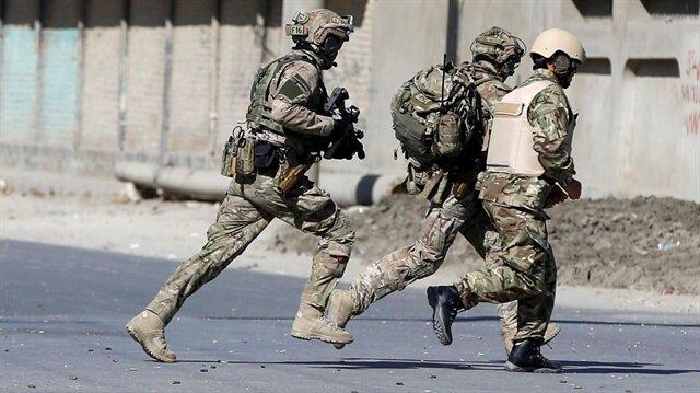 Afganistan'ın başkenti Kabil'de TV kanalına düzenlenen saldırı sonrası Afgan güvenlik güçleri bölgede.