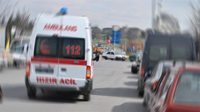 Kulağı kopan adam olay yerine gelen ambulansla hastaneye kaldırıldı.
