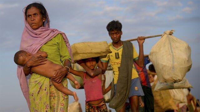 Myanmar'dan kaçan Arakanlı Müslümanların Bangladeş'e geçişleri devam ediyor