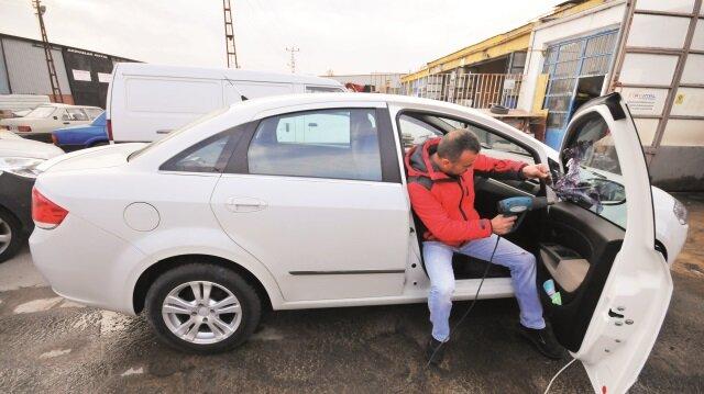 Kanun Hükmünde Kararname (KHK) ile otomobillere cam filmi takılması yasağına gelen yoğun tepkiler sonrası yeni bir düzenleme için kollar sıvandı.