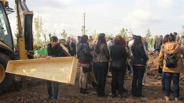 HDP Şırnak milletvekili Leyla Birlik, Diyarbakır'da polisi şehit eden teröristin cenazesine katıldı.