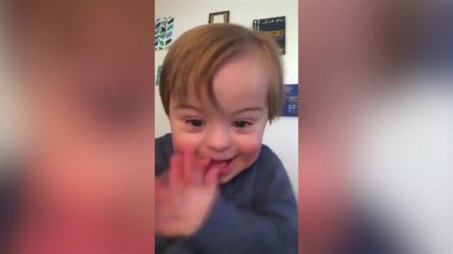 Muhteşem gayretiyle alfabeyi öğrenen down sendromlu çocuk