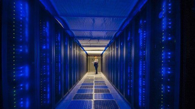 Süper bilgisayarın bulunduğu odanın fotoğrafı.
