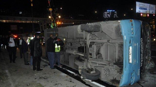 İstanbul Haramidere'de halk otobüsü devrildi: 6 yaralı