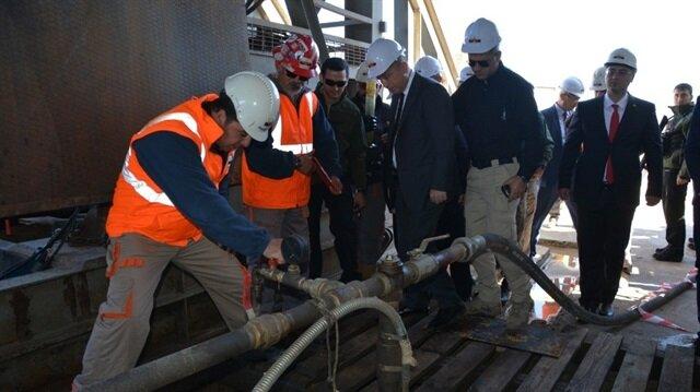 2 bin 400 metre derinlikten günde yaklaşık bin varil ham petrol çıkarılıyor.