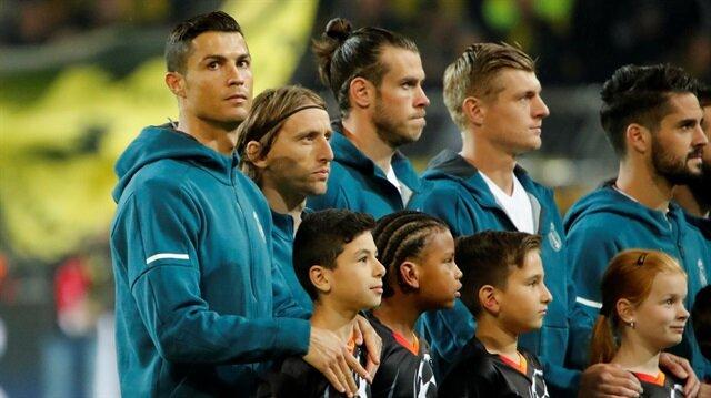 Real Madrid'in yıldız isimlerinden Gareth Bale (Sol baştan üçüncü),  İspanya'da yaşadığı sakatlıklarla bir türlü forma giremiyor.