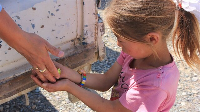 Moğolistan'ın Bayan Ölgii bölgesinde yardım dağıtımı sırasında çocuklarda unutulmadı.