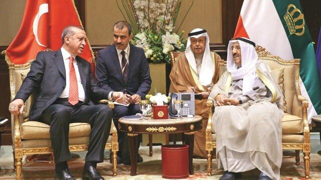 Cumhurbaşkanı Erdoğan, Kuveyt Emiri Şeyh Sabah ile ikili ilişkiler ve Körfez bölgesindeki gelişmeler ve çözüm yollarını konuştu.