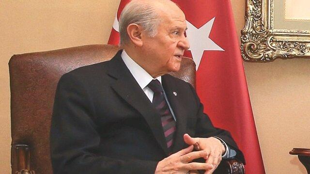 Partisinin grup toplantısında konuşan MHP Genel Başkanı Devlet Bahçeli, 2019 seçimleri için ittifak işareti verdi.