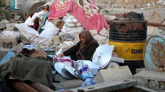 Iran quake survivors, sleeping on rubble, ask for help