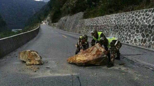 Çin'de 6.9 büyüklüğünde deprem