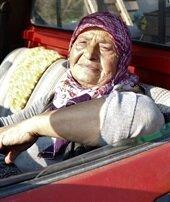 71 yaşında kamyonla pazara ürün taşıyor