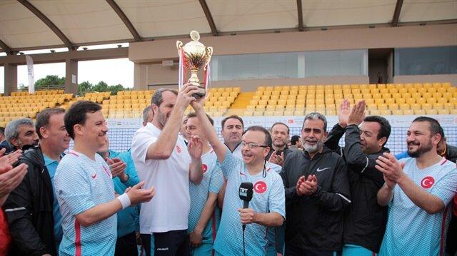برلمانيو تركيا يتوّجون بلقب البطولة الدولية لكرة القدم للبرلمانات