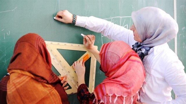 بريطانيا تحقق في أسباب ارتداء تلميذات للحجاب