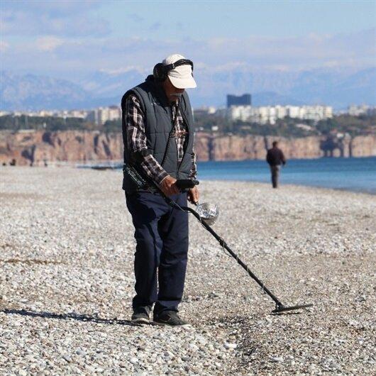 Dünyaca ünlü sahil boş kalınca define avcıları ortaya çıktı
