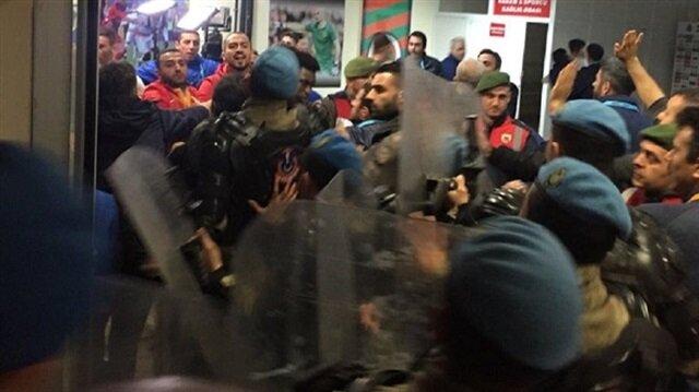 لاعبون يعتدون على المدير الفني لأحد فرق كرة القدم التركية