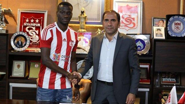 N'Dinga sezon başında Lokomotiv Moskova'dan 200 bin euro bonservis bedeliyle Sivasspor'a transfer oldu.
