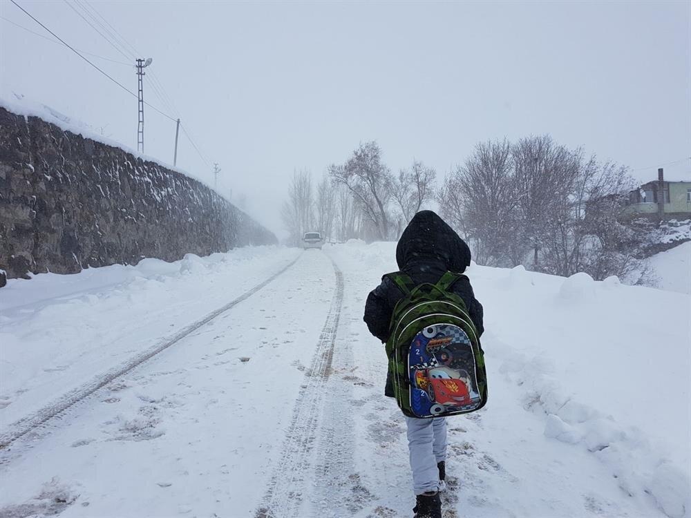 Hava şartları nedeniyle okullarda eğitime bir gün süreyle ara verildi.